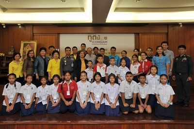 5. Representative students from 9 schools in Kadeejeen - Khlong San district and other supported organizations