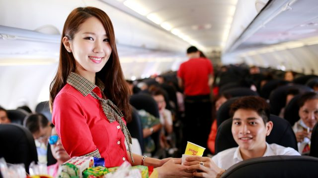 foods-and-drinks-are-served-onboard-vietjet-flight