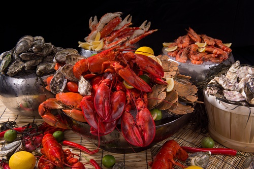 up-above-bar_crustaceans-on-ice-1