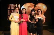 1-ascott-representatives-receiving-the-world-travel-awards