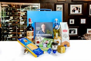 2-stollen-dreams-this-christmas-and-festive-hampers-01-theo-mio-luxurious-finesse