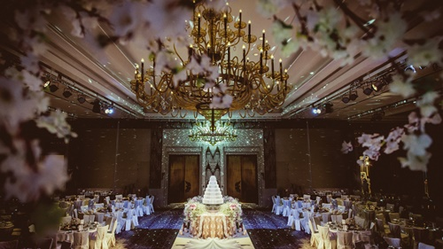 A truly enchanting wedding scene at the siam kempinski hotel bangkok a truly enchanting wedding scene at the siam kempinski hotel bangkok junglespirit Choice Image