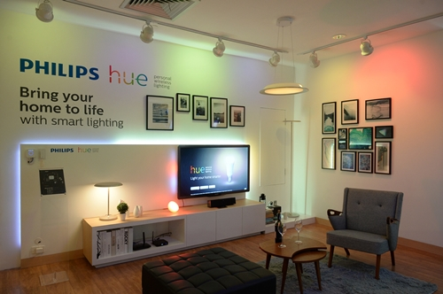 Philips unveils u201cPhilips Hueu201d application controlled lighting gadget that will u201cLight your home smarteru201d with 16 million colors & Philips unveils